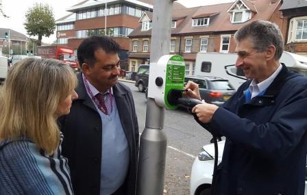 Reading Lamp Post Car Charging